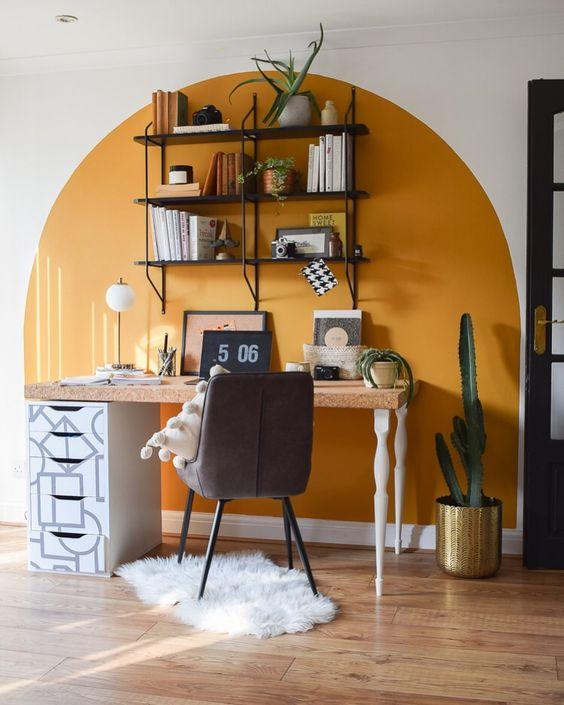 2.โต๊ะทำงานสีสันสดใส.jpg