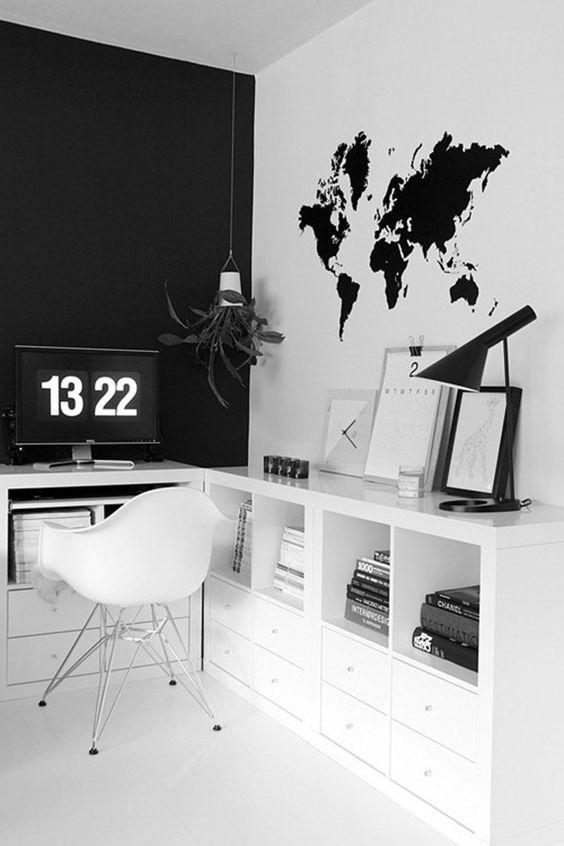 6.โต๊ะทำงานโทนขาว-ดำ น้อยแต่มาก.jpg